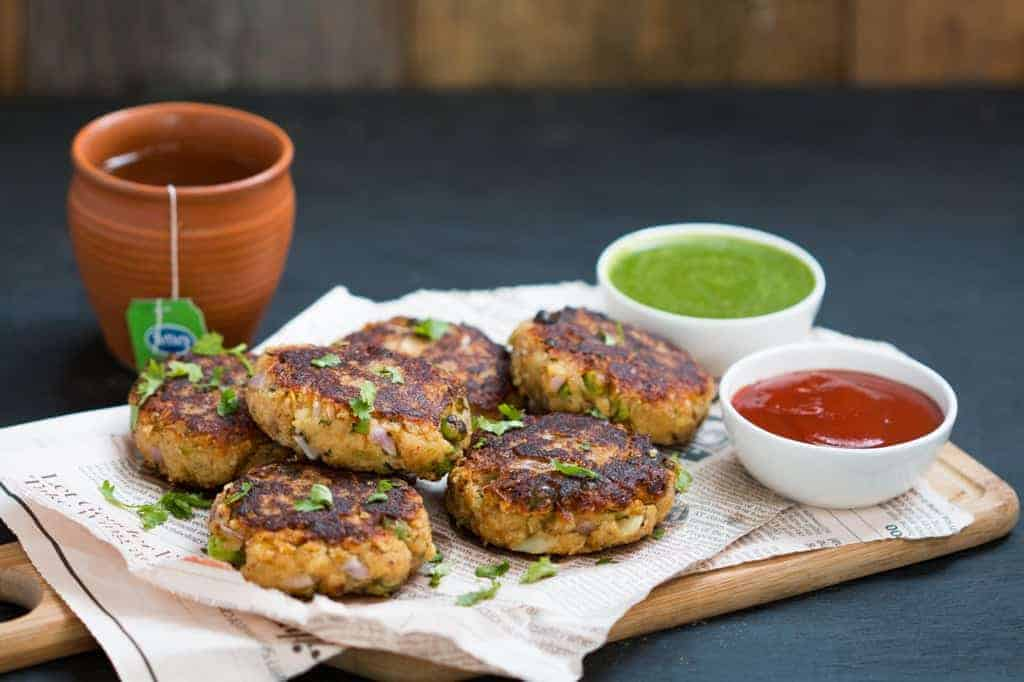 The tikkis served with chutney, ketchup and Tetley green tea.