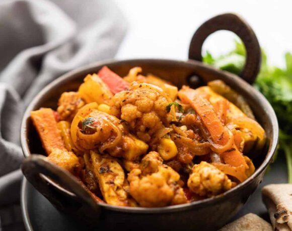 Vegetable Jalfrezi served with rotis