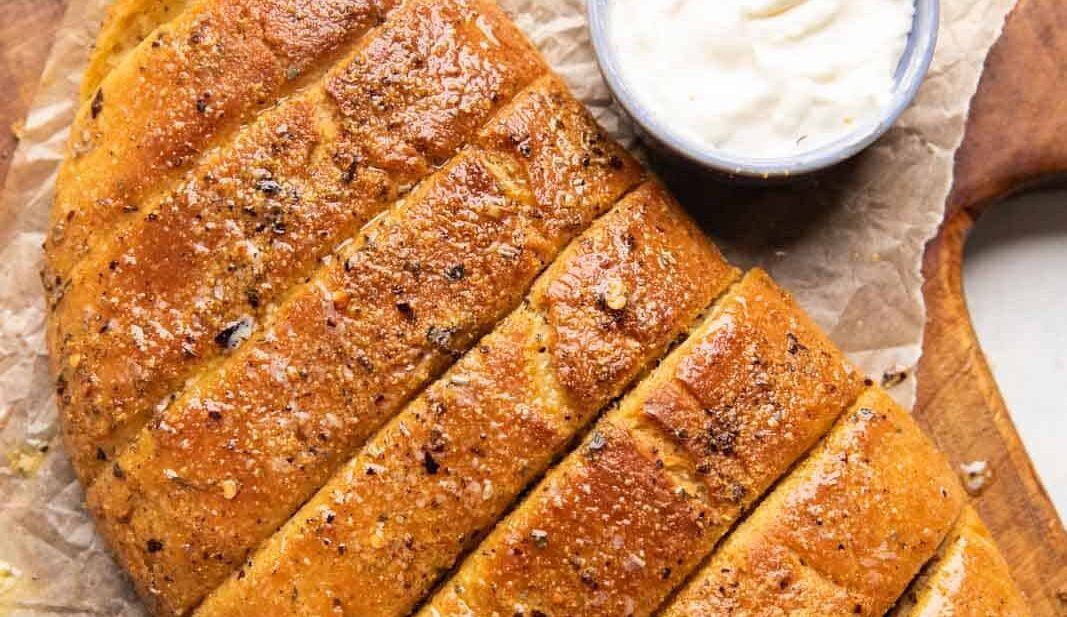 Dominos garlic breadsticks served with cheesy dipping sauce