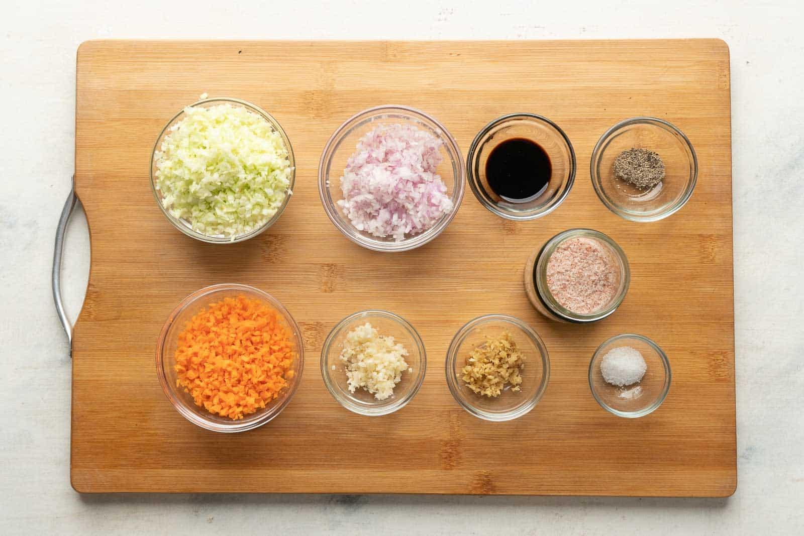 Ingredients for the vegetarian momos filling